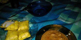 Ketupat Colet dan lauk Rendang Ayam. Foto dok Pit
