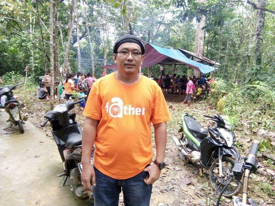 Frans Lakon Putra Asli Belantek saat menghadiri rituall adat (Foto : IST Frans Lakon)